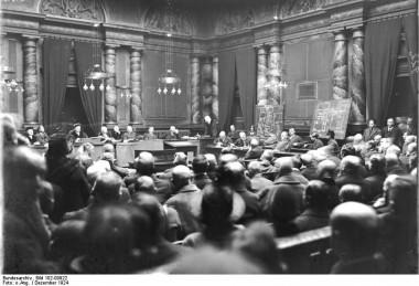 Innenaufnahme des Gerichtssaales bei der Urteilsverkündung gegen Fritz Haarmann (Bundesarchiv Bild 102-00922)