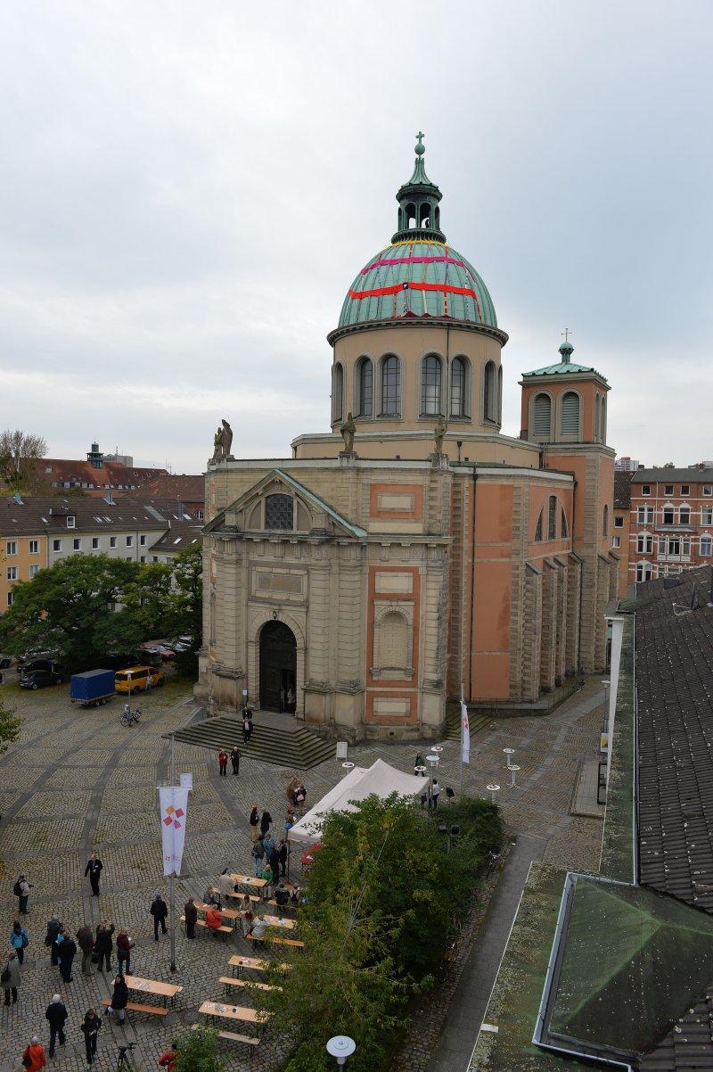 Clemenskirche mit Mütze