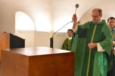 Altarsegnung in der Krypta der Basilika St. Clemens